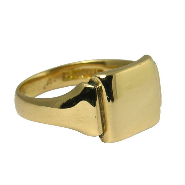 second hand Pre loved 18ct signet ring from AA Thornton Jeweller Kettering Northampton